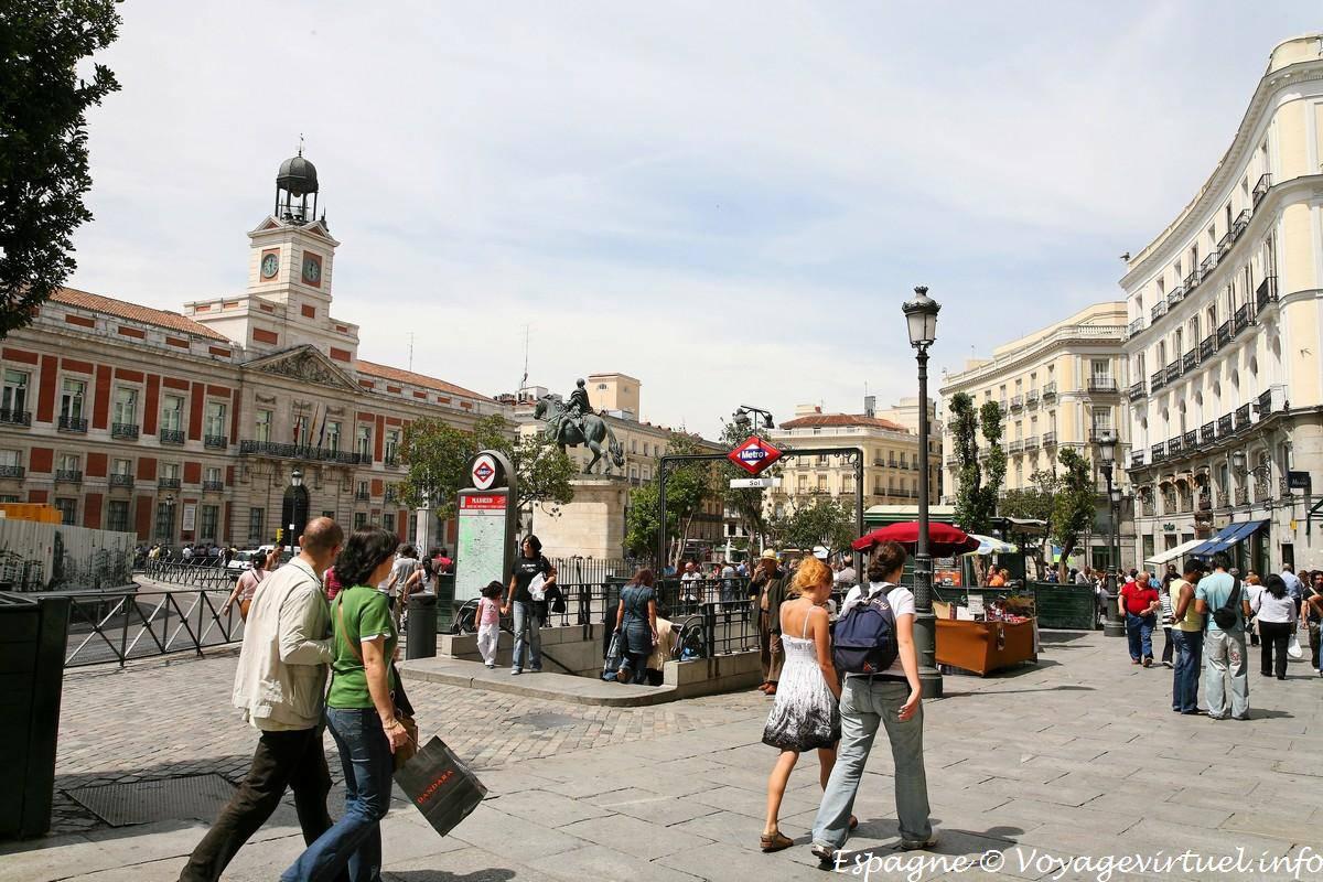 Madrid puerta del sol com vista para o real casa de for Puerta del sol madrid mapa